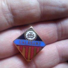 Coleccionismo deportivo: INSIGNIA ALFILER ESMALTADA DE FÚTBOL CALASANZ. Lote 103768139
