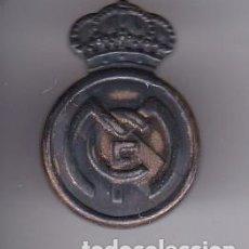 Coleccionismo deportivo: PIN DE PLATA DEL ESCUDO DEL REAL MADRID (FUTBOL-FOOTBALL). Lote 103917239