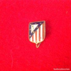 Coleccionismo deportivo: ANTIGUA INSIGNIA DE AGUJA, DEL ATLETICO DE MADRID, VER FOTO.. Lote 104611619