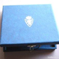 Coleccionismo deportivo: ESTUCHE OFICIAL PARA PINS REAL ZARAGOZA RIGIDO 21X18X4 + DETALLES BADGES BOX PIN. Lote 104685099