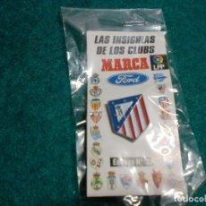 Coleccionismo deportivo: REVISTA MARCA - EN SU ESTUCHE ORIGINAL SIN ABRIR- PIN ATLÉTICO DE MADRID. Lote 105221907