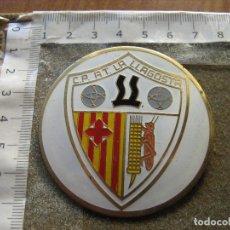 Coleccionismo deportivo: PLACA ESMALTADA DE GRAN TAMAÑO 6 CM - C.P. A.T. LA LLAGOSTA - BARCELONA. Lote 105642823
