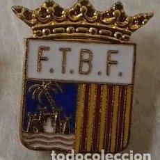 Coleccionismo deportivo: ANTIGUA INSIGNIA ESMALTADA DE FEDERACION TERRITORIAL DE BALEARES DE FUTBOL . F T B F . AGUJA LARGA .. Lote 106698443