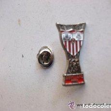 Coleccionismo deportivo: PIN DEL SEVILLA C.F. , COPA 2006. Lote 107636879