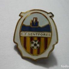 Coleccionismo deportivo: PIN FUTBOL SENTFORES CF. Lote 107689843