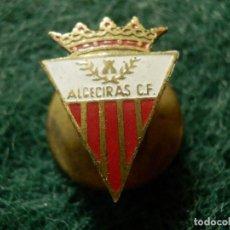 Coleccionismo deportivo: INSIGNIA - OJAL DE SOLAPA - CLUB DE FUTBOL ALGECIRAS - ANTIGUO PIN - AÑOS 50. Lote 107746219