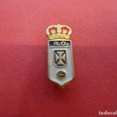 Coleccionismo deportivo: ANTIGUA INSIGNIA DE SOLAPA. REAL OVIEDO CF. Lote 109002639