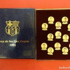 Coleccionismo deportivo: BARÇA DE LES 5 COPES. PINS EN ESTUCHE. FUNDACIÓ D´ANTICS JUGADORS DEL FCB. Lote 109007571