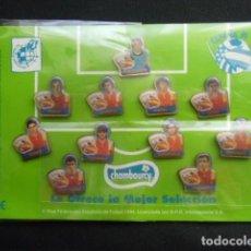 Coleccionismo deportivo: COLECCIÓN COMPLETA SELECCIÓN ESPAÑOLA DE FUTBOL 94. 11 PINS. Lote 110300639