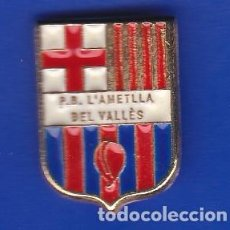 Coleccionismo deportivo: PIN FUTBOL CLUB BARCELONA DE LA PEÑA BARCELONISTA DE L'AMETLLA DEL VALLES (FOOTBALL) BARÇA. Lote 110358495