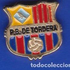 Coleccionismo deportivo: PIN FUTBOL CLUB BARCELONA DE LA PEÑA BARCELONISTA DE TORDERA (FOOTBALL) BARÇA. Lote 110360299