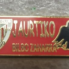 Coleccionismo deportivo: ATHLETIC CLUB BILBAO PIN PEÑA JAURTIKO GORRI . Lote 110413675