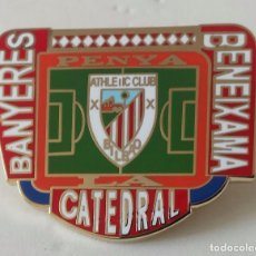 Coleccionismo deportivo: ATHLETIC CLUB BILBAO PIN PEÑA LA CATEDRAL DE BANYERES . Lote 110413795