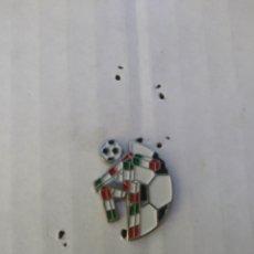 Coleccionismo deportivo: PIN FUTBOL MUNDIAL ITALIA 90. Lote 110783106
