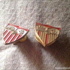 Coleccionismo deportivo: DOS PINS INSIGNIAS CF SEVILLA. Lote 111301223