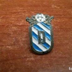 Coleccionismo deportivo: PIN OFICIAL UNION DEPORTIVA MELILLA - PINS FUTBOL. Lote 112035707
