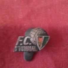 Coleccionismo deportivo: INSIGNIA F.C. YVONAND (EQUIPO SUIZO). Lote 114335299