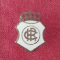 Coleccionismo deportivo: INSIGNIA RECREATIVO DE HUELVA. Lote 114346123