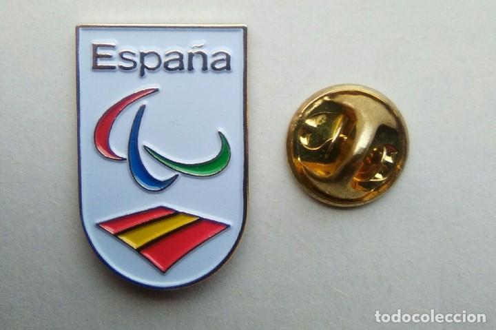 PIN - FUTBOL - ESCUDO COMITE OLIMPICO PARALIMPICO DE ESPAÑA (Coleccionismo Deportivo - Pins de Deportes - Fútbol)