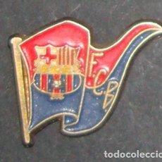 Coleccionismo deportivo: (TC-114-10) PIN F. C. BARCELONA BARÇA ESCUDO BANDERA. Lote 114970327