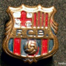 Coleccionismo deportivo: ANTIGUA INSIGNIA PIN DE AGUJA BARÇA FUTBOL CLUB BARCELONA ESCUDO 1960 -1974. Lote 111537455