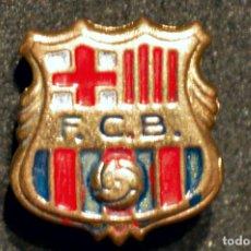 Coleccionismo deportivo: ANTIGUA INSIGNIA PIN DE AGUJA BARÇA FUTBOL CLUB BARCELONA ESCUDO 1960 -1974. Lote 111537403