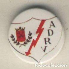 Coleccionismo deportivo: INSIGNIA TIPO PIN FUTBOL EQUIPO RAYO VALLECANO DE MADRID AÑOS 80. Lote 119865283