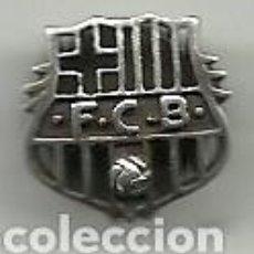 Coleccionismo deportivo: (P-62)INSIGNIA DE SOLAPA DE PLATA - F.C.BARCELONA - 25 ANYS DE SOCI. Lote 120433535