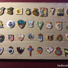 Coleccionismo deportivo: LOTE DE 33 PINS DE FÚTBOL.. Lote 122136843