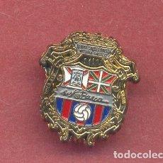 Coleccionismo deportivo: F.C.BARCELONA, PIN PEÑA BARCELONISTA DE VITORIA-GASTEIZ, VER FOTOS. Lote 122137571