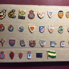 Coleccionismo deportivo: LOTE DE 30 PINS DE FÚTBOL.. Lote 122138802