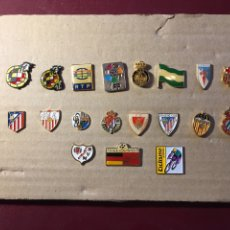 Coleccionismo deportivo: LOTE DE 19 PINS DE FÚTBOL.. Lote 122139668