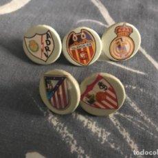 Coleccionismo deportivo: LOTE PINS REDONDOS FUTBOL DIFERENTES EQUIPOS. Lote 123048583