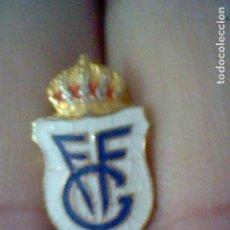 Coleccionismo deportivo: INSIGNIA OJAL FVF FEDERACION GALLEGA FUTBOL PINTURA LACADA. Lote 128130363