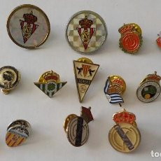 Coleccionismo deportivo: DIECISEIS PINS DE EQUIPOS DE FUTBOL. Lote 128172131