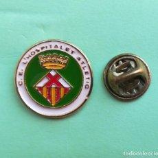 Coleccionismo deportivo: PIN - ESCUDO EQUIPO DE FUTBOL - C. E. L´HOSPITALET ATLETIC - BARCELONA. Lote 128574431