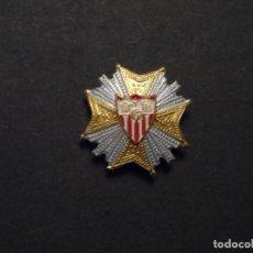 Coleccionismo deportivo: INSIGNIA DE SOLAPA SEVILLA C.F. EGAÑA-MOTRIKO. AÑOS 40-50. VARIANTE IV. Lote 129005719
