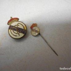 Coleccionismo deportivo: PIN DOS REAL MADRID FUTBOL. Lote 130628574