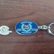 Coleccionismo deportivo: PIN + LLAVERO ANIVERSARIO BOIXOS NOIS. Lote 136002738