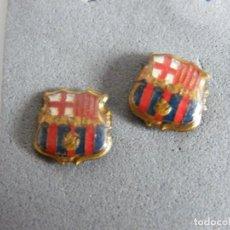 Coleccionismo deportivo: 2 PINS ANTIGUOS FC BARCELONA. Lote 132738706