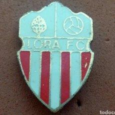 Coleccionismo deportivo: PINS DE FUTBOL LORA CF SEVILLA. Lote 133456841