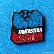Coleccionismo deportivo: PIN DE FÚTBOL - LIGA FANTÁSTICA DEL MARCA. . Lote 134115694