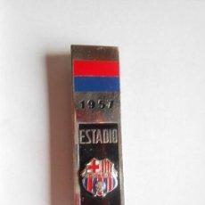 Coleccionismo deportivo: BARÇA - INSIGNIA DE AGUJA CONMEMORATIVA INAUGURACIÓN ESTADIO DEL C.F. BARCELONA 24-IX-1957 -VER FOTO. Lote 135747518