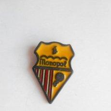 Coleccionismo deportivo: PIN DEL C.E. MONOPOL DE POBLE NOU - FOTO DORSO. Lote 135833222