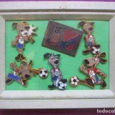 Coleccionismo deportivo: LOTE 6 PINS FUTBOL, WORLD CUP USA 94, EN MARCO, MIDE APROX. 8,5 X 11,5 CMS. Lote 135954270