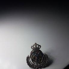 Coleccionismo deportivo: PIN RARO Y ANTIGUO DEL REAL MADRID DE PLATA MADE IN USA. Lote 173560590