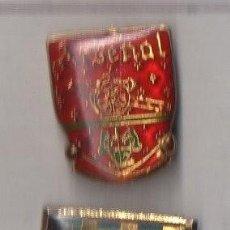 Coleccionismo deportivo: DOS PINS MODERNOS DE FÚTBOL . Lote 139646734