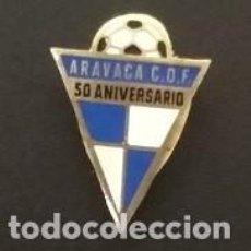 Coleccionismo deportivo: INSIGNIA OJAL ARAVACA C D F 50 ANIVERSARIO. MADRID . COMUNIDAD DE MADRID .. Lote 141465846