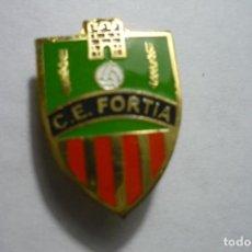 Coleccionismo deportivo: PIN FUTBOL CE FORTIA ..-FED.CATALANA BOTON. Lote 141599578