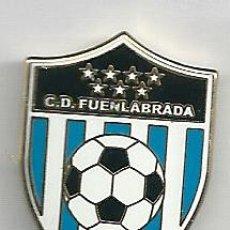Coleccionismo deportivo: INSIGNIA / PIN DE EQUIPO DE FÚTBOL - C.D. FUENLABRADA EL NARANJO. Lote 148177264